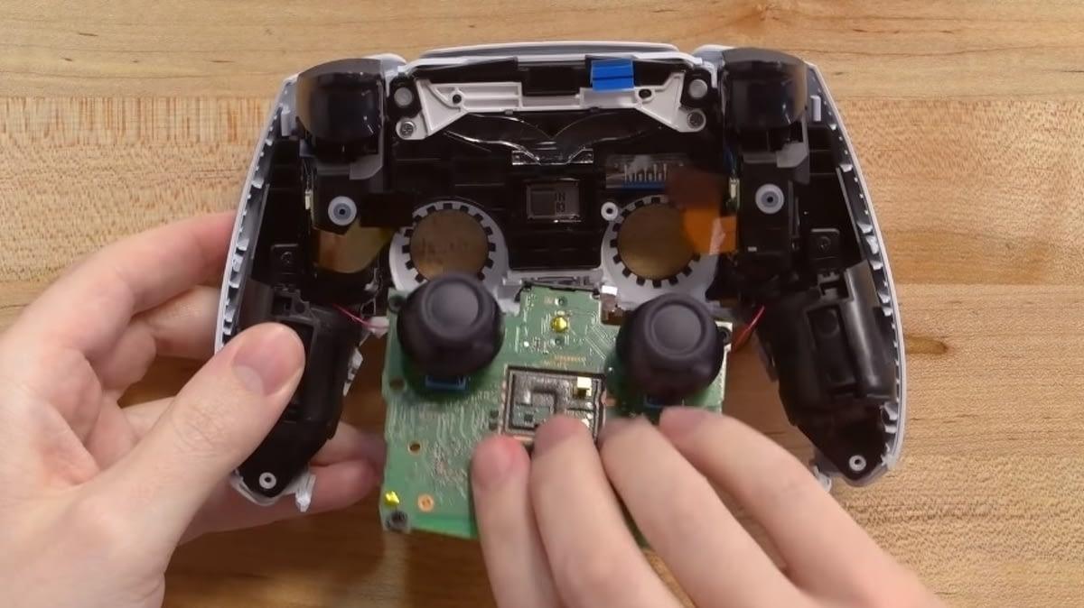 PS5 DualSense teardown reveals potential causes of controller drift 1